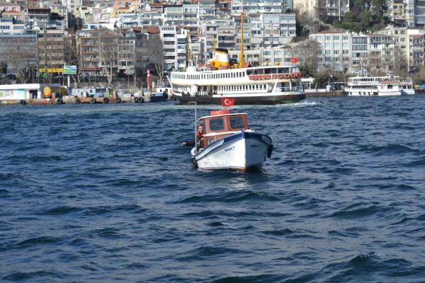 Рыбаки в проливе