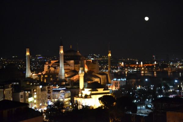Ночной плывущий Стамбул